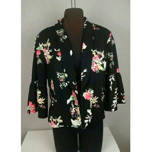 Maurices Bell Sleeve Floral Blazer size 1 NWT